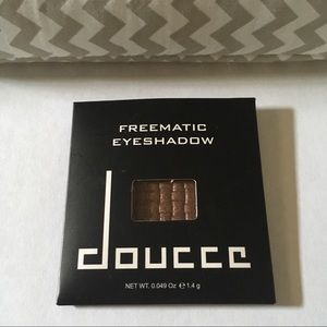 FREE W/ BUNDLE✨ Doucce Eyeshadow